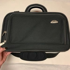 Samsonite Black Weekender Carry On Shoulder Bag
